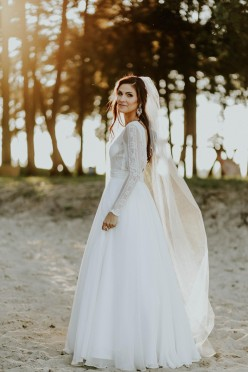 Nietuzinkowa suknia ślubna Gaja Diana w kolorze ivory