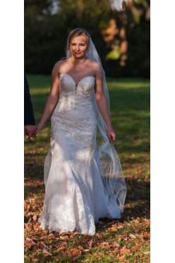 Suknia ślubna Essense of Australia D2424 + gratisy