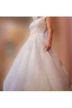 Suknia ślubna z kamieniami Swarovskiego