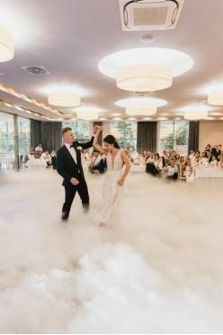 Suknia ślubna z trenem MillaNova