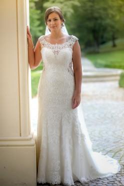 Zjawiskowa suknia ślubna Essence of Australia D2322