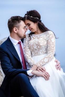 suknia ślubna + złota ozdoba do włosów