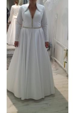 Suknie ślubna ze srebrnymi elementami