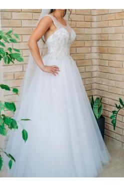 Biała suknia ślubna z kamieniami