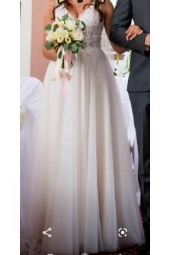 Klasyczna suknia ślubna litera A dekolt V tiul koronka