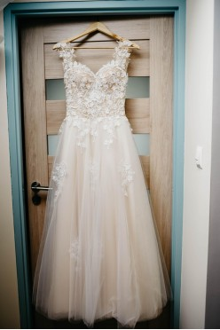 Suknia ślubna - odkryte plecy, koronka XS/S