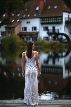 Wyjątkowa dopasowana wyszywana suknia ślubna poprawiny maxi