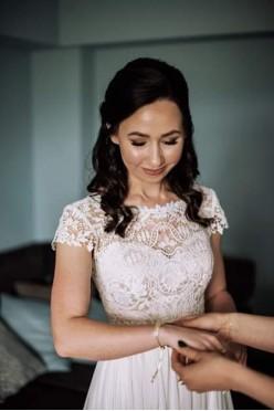 Suknia Ślubna 34/36 gipiura,  zwiewna z rozcięciem