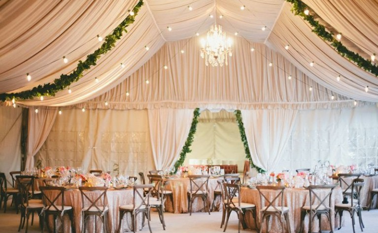 dekoracje weselnej sali jak udekorowa sufit weselnej sali