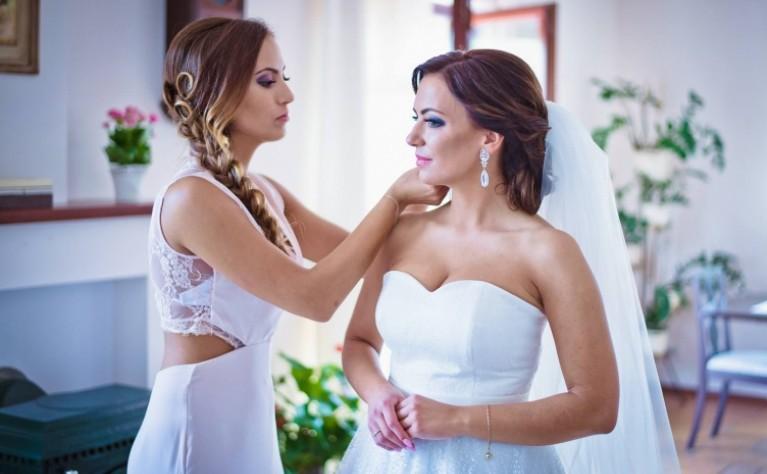 Jak idealnie dobrać ślubne kolczyki?