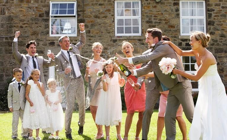 6 typów gości, którzy z pewnością pojawią się na Twoim weselu