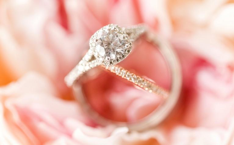 Idealny pierścionek zaręczynowy - trendy jubilerskie 2017