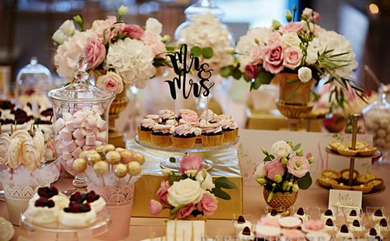 Jakie ciasta wybrać na wesele kierując się porą roku?