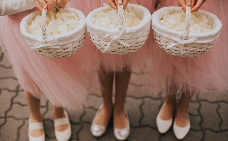 Własne dziecko na ślubie i weselu – jak je włączyć do uroczystości?