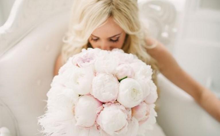 50 zjawiskowych bukietów ślubnych z piwonii