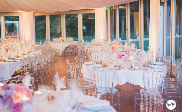 7 sprytnych rozwiązań dotyczących dekoracji sali weselnej, o których warto wiedzieć