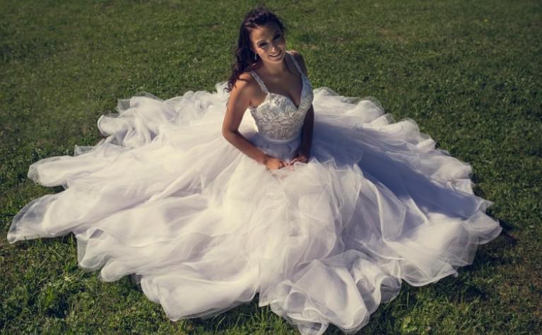 Najlepsze rady na temat zakupu sukni ślubnej przez Internet