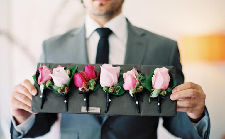 Jak dobrać butonierkę do stylizacji ślubnej Pana Młodego?