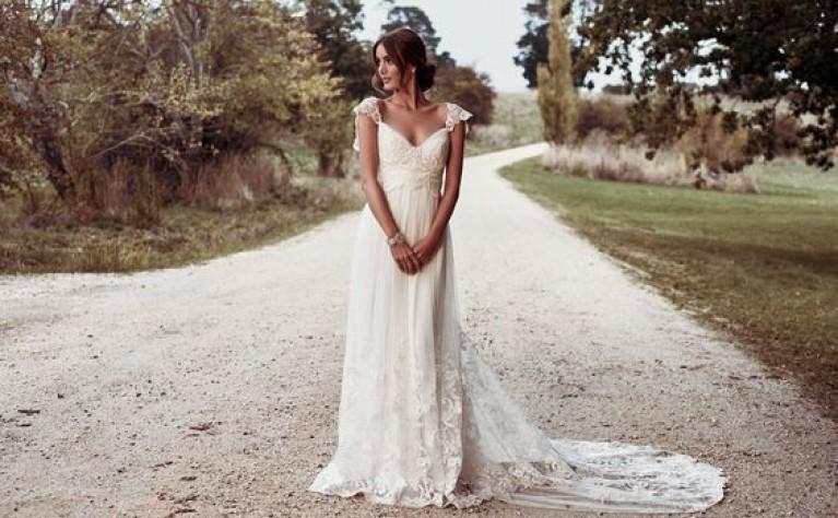 db678230ca Proste suknie ślubne dla eleganckich panien młodych