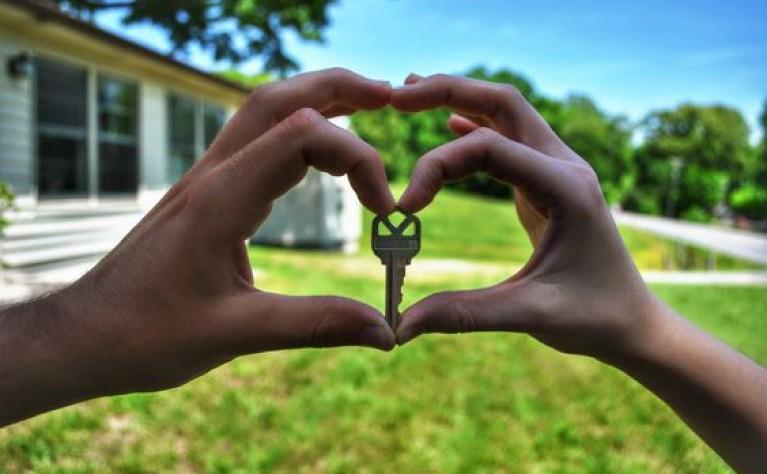 Dylematy Młodych Par : dom, czy wesele?