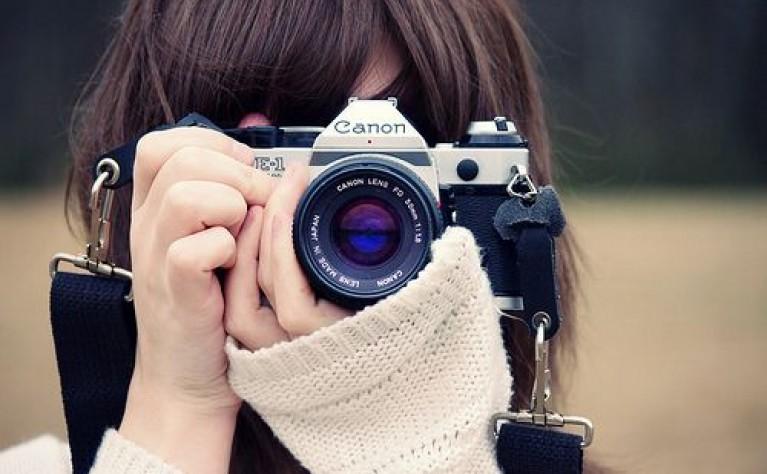 Jak wyglądają umowy z fotografami i filmowcami?