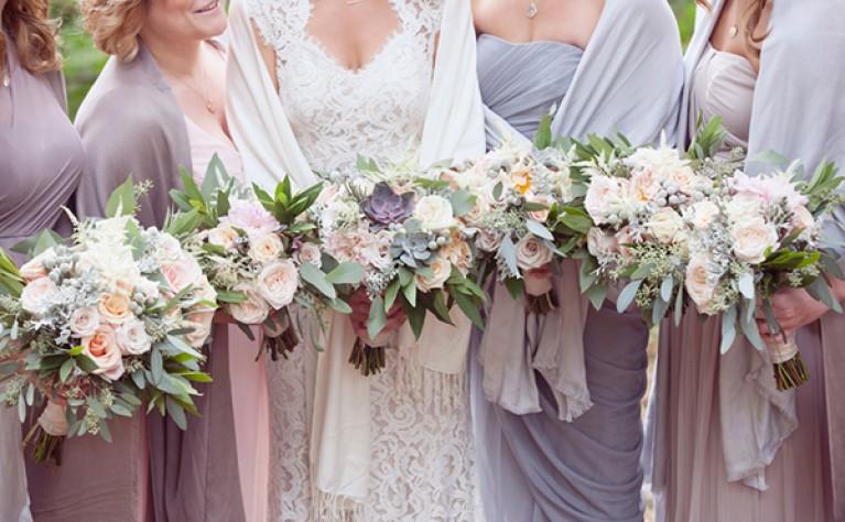 Kwitnące bukiety na romantyczne wesela