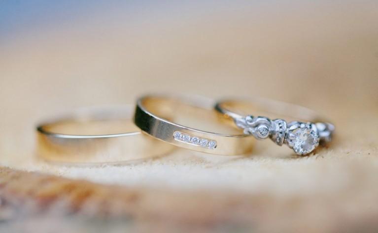 Jak kupić pierścionek lub obrączkę z diamentem? Na co na pewno zwrócić uwagę?