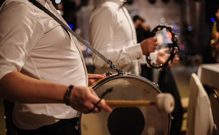 Czy można odstąpić od umowy z zespołem muzycznym na wesele?