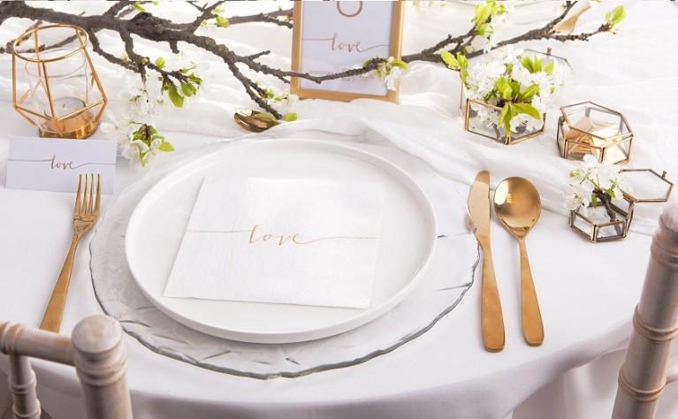 Ślubny niezbędnik, czyli co powinno znaleźć się na ślubie i weselu w 2019 roku?
