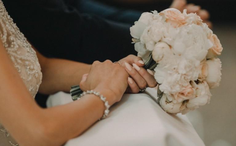 Tajna symbolika najpopularniejszych kwiatów ślubnych