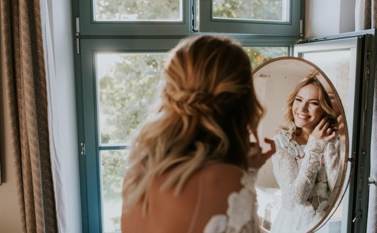 Jak dobrać fryzurę do sukienki ślubnej?