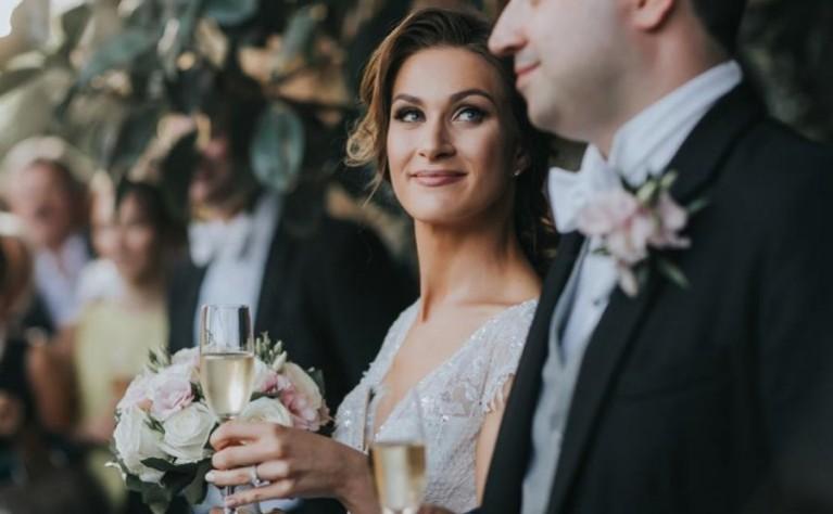 3 sposoby, żeby nie przesadzić z alkoholem na własnym ślubie