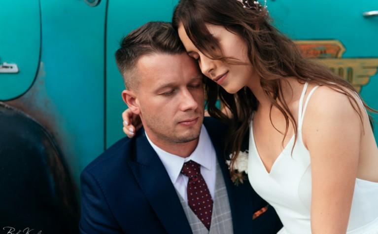 Kasia i Krzysiek - reportaż ślubny z VILLA LOVE, Fotografia: Białe Kadry