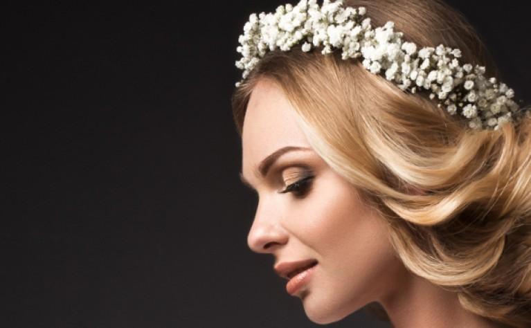 Piękne włosy do ślubu – co robić, a czego unikać?