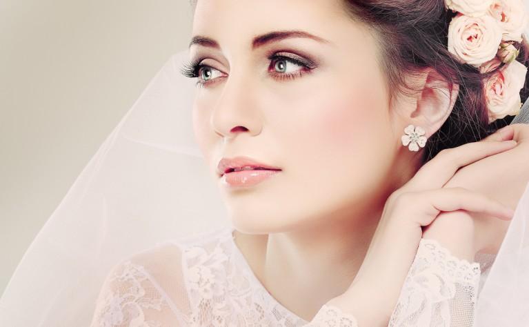 Makijaż ślubny dla brunetki – nie popełnij tych błędów!