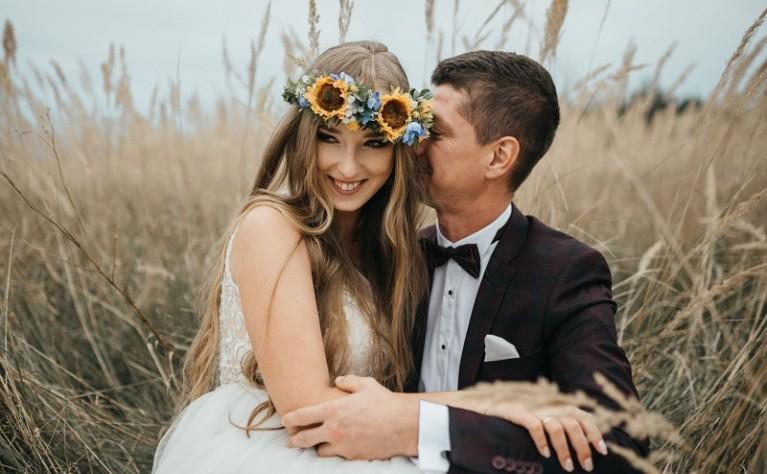 Mariola i Łukasz - sesja ślubna w sielskiej scenerii, Fotografia: Dariusz Bundyra