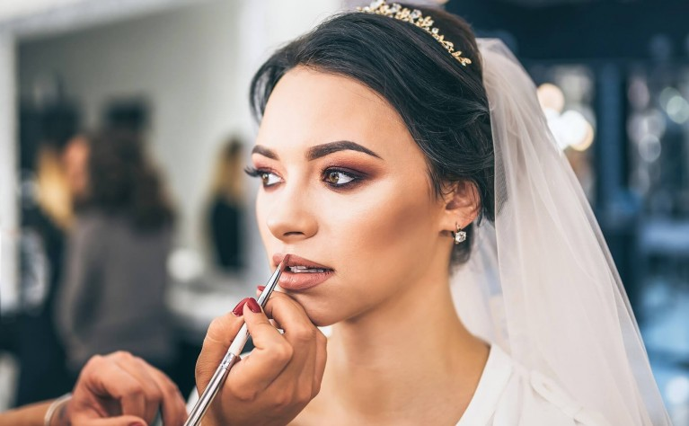 Super trwałe kosmetyki do makijażu, dzięki którym będziesz olśniewać w TEN dzień!