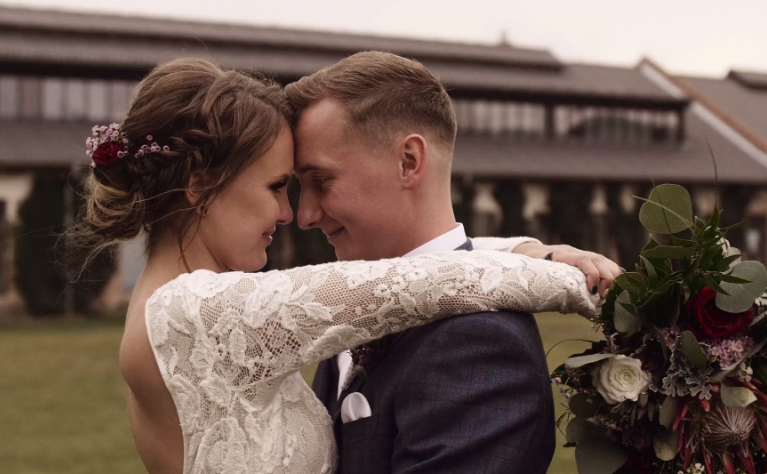 Amanda & Adrian - Rustykalny ślub w stodole | Ceglarnia, Produkcja: Alpaka Wedding Videography