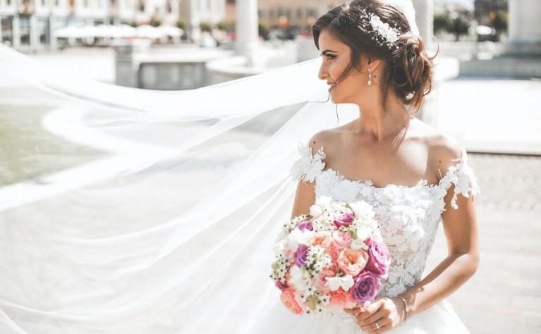 Suknie ślubne: biel czy kość słoniowa? Jaka jest różnica?