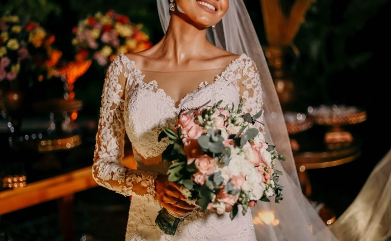 Suknia ślubna z długimi rękawami