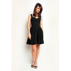 Wieczorowa sukienka w odcieniach czernii