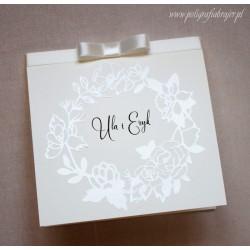 Zaproszenia ślubne z motywem perłowego wianka