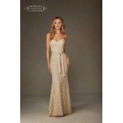 Elegancka, dopasowana suknia wieczorowa Mori Lee z koronki