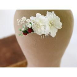 WYPRZEDAŻ Grzebyk ślubny z białych kwiatów i malin