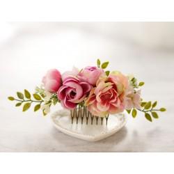 Grzebyk ślubny z kwiatów w pastelowych odcieniach