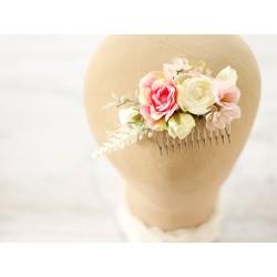 Pudrowy róż i beż - kwiatowy grzebyk ślubny do włosów