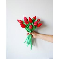 Bukiet czerwonych tulipanów z bawełny