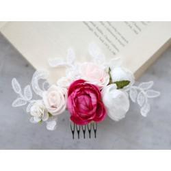 Grzebyk ślubny z kwiatów i koronki