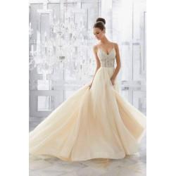 Suknia ślubna Mori Lee 5565 z dekoltem w linii V