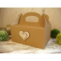 pudełko na ciasto z drewnianymi serduszkami